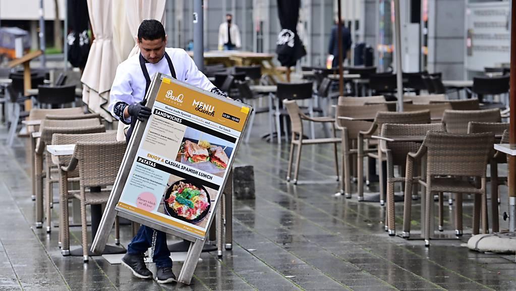 ARCHIV - Mit der Wiedereröffnung unter anderem der Innengastronomie gehen die Niederlande weitere Schritte in Richtung Normalität. Foto: Soeren Stache/dpa-Zentralbild/dpa