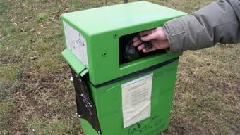 So sollte es sein: Die Häufchen gehören in Säckchen in die grünen Robidog-Behälter.