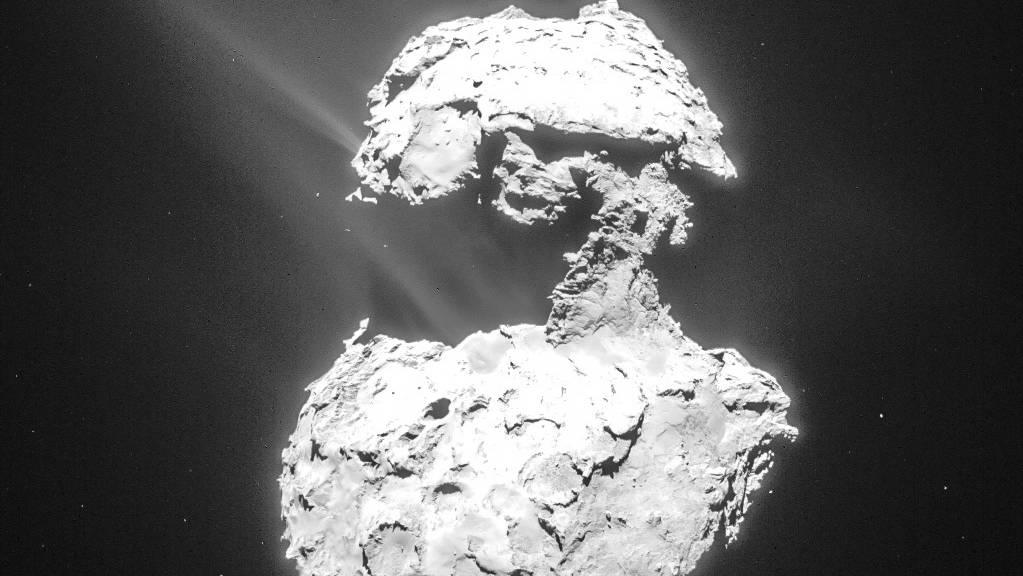 Forschende entdeckten eine ultraviolette Aurora um den Kometen Chury.