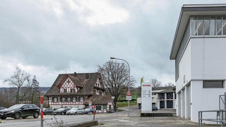 Bucher-Guyer in Niederweningen sperrt das Areal nach dem weissen Gebäude für Private – und somit den Waldzugang.