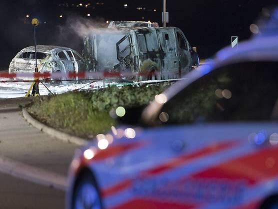 Ausgangs von Daillens VD wurden drei ausgebrannte Fahrzeuge entdeckt.