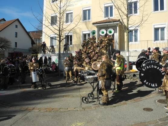 Krachwanzen-Platzkonzert beim Gemeindehaus