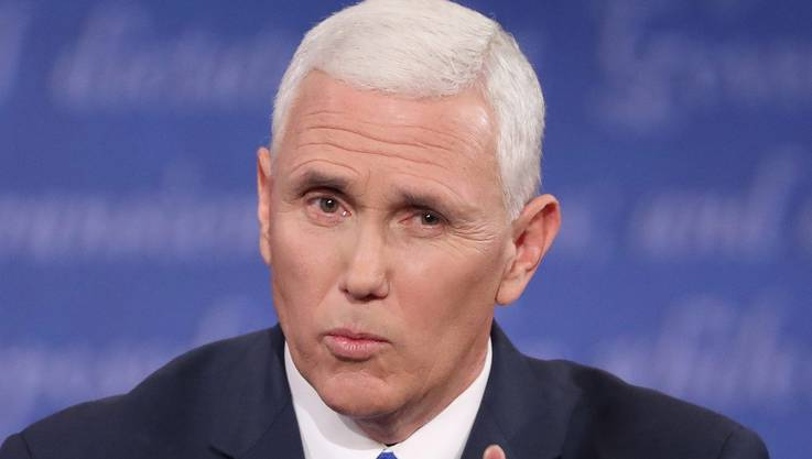 Der Gouverneur des Bundesstaates Indiana sagt von sich, er sei «ein Christ, ein Konservativer und ein Republikaner – in dieser Reihenfolge». Er ging im Sommer ein Risiko ein, als er sich damit einverstanden erklärte, an der Seite von Donald Trump in den Wahlkampf zu steigen. Rasch zeigte sich, dass die beiden eine Arbeitsteilung eingingen. Trump war der Entertainer, Pence der stille Schaffer. Er trat vor konservativen Aktivisten auf und rief ihnen zu: «Kommt nach Hause.» Damit half er einer zerstrittenen Partei, die Reihen zu schliessen. Und bewies einmal mehr, dass er – dank seiner früheren Karriere als Radio-Moderator – ein höchst begabter Kommunikator ist. Washington kennt Pence wie seine eigene Westentasche, weil er von 2003 bis 2013 im Repräsentantenhaus amtierte.