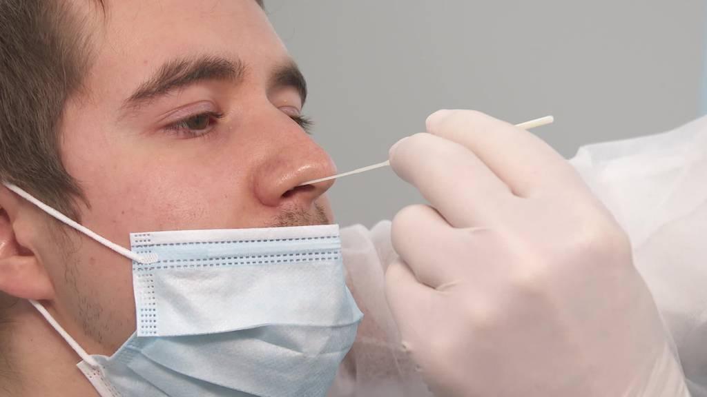 Kein Personal: Spitäler und Ärzte brauchen Hilfe beim Testen