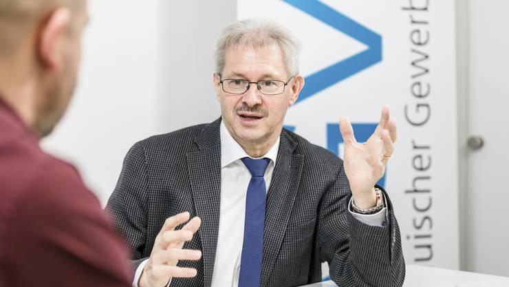 Gewerbe-Präsident Kurt Schmid sieht die Nachfolgeregelung als grösste Herausforderung für die Aargauer Firmen – es brauche mehr Frauen im Unternehmertum, sagt er.