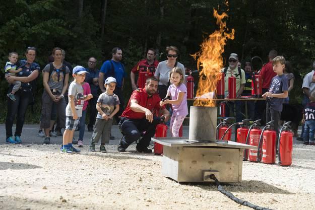 Feuerwehr Grenchen Jahresübung bei Holzerhütte, keine zu klein ein Feuer zu löschen