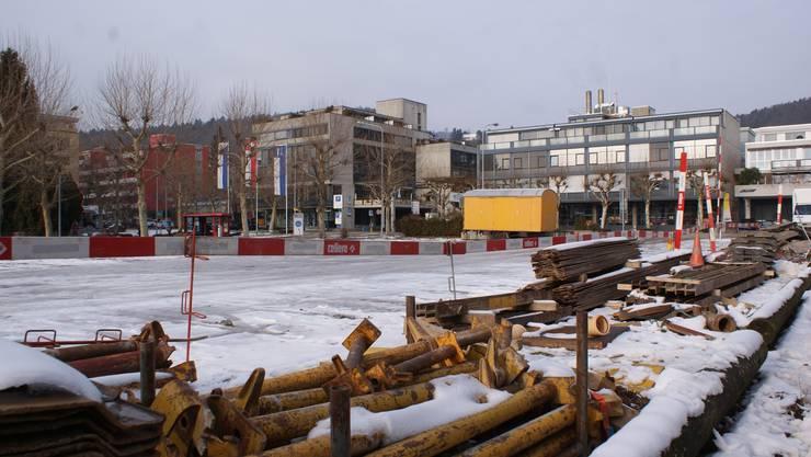 Kiesplatz im Zentrum Geroldswil, sogenanntes Areal Ost. Der Platz soll im Zusammenhang mit der Zentrumsentwicklung überbaut werden.