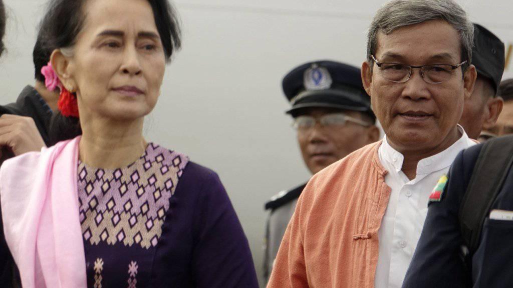 Die amtierende Regierungschefin von Myanmar, Aung San Suu Kyi, besuchte überraschend die Unruheregion Rakhine.