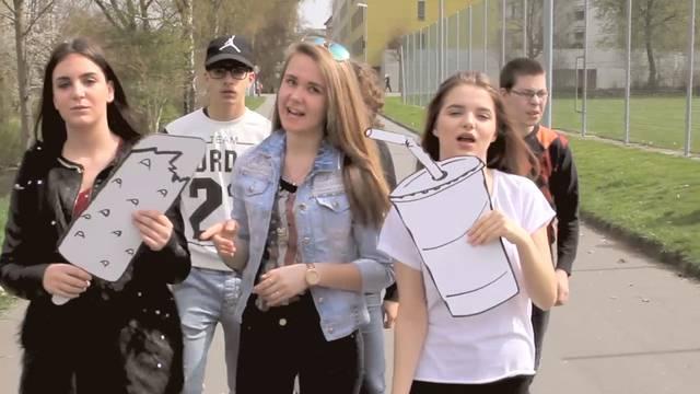 «Willmer nonig dörfed wähle, wämmer diini Stimm!»: Mit diesem Rap kämpfen die Oberstufenschüler der Bünzmatt für ihre Badi.