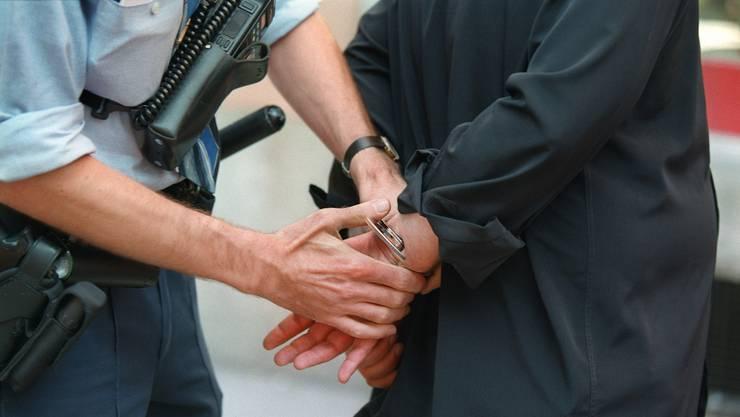Die SVP will, dass die Nationalitäten von Tätern und Opfern in Polizeimeldungen wieder genannt werden. (Symbolbild)