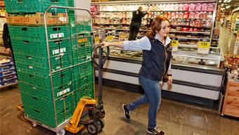 Impressionen von den Vorbereitungsarbeiten für den grossen Samstagseinkauf im Coop Unterentfelden.