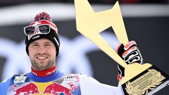 Beat Feuz mit der zweiten goldenen Gams für den Kitzbühlsieger in drei Tagen.