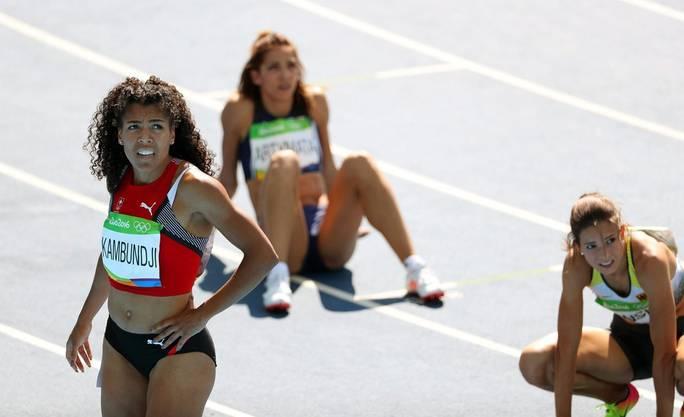 Bange Blicke auf die Resultate-Tafel. Freude wird aber bei Kambundji aber beim Einblenden der Ergebnisse nicht aufkommen. An den Olympischen Spielen schafft sie es nicht in den Final - weder über 100 noch über 200 Meter. Sie landet am Ende auf den Rängen 14 und 16.