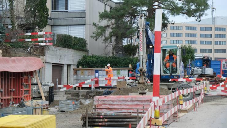 Mit dieser Situation sehen sich die Anwohner der Spitalstrasse in Schlieren derzeit konfrontiert.
