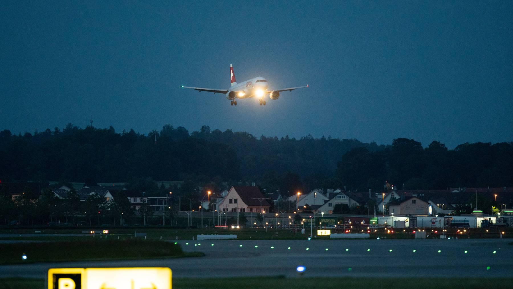 Bei Abflügen von sieben weiteren Flughäfen müssen die Airlines ihre Passagierdaten an die Schweizer Behörden übermitteln. (Symbolbild)