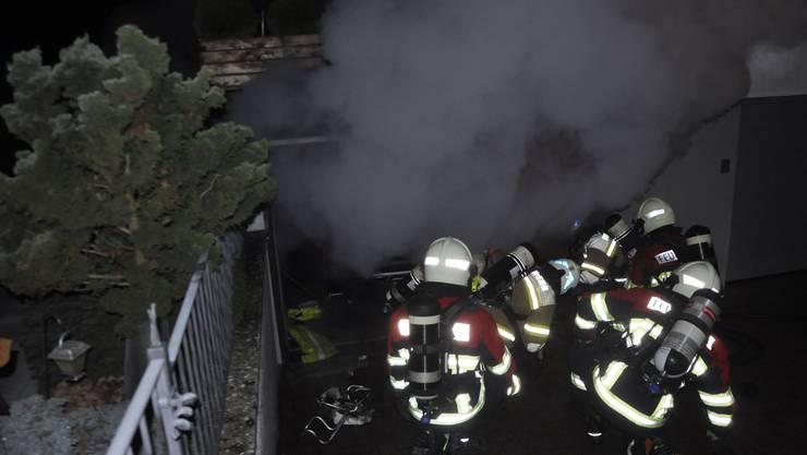 Die Feuerwehr Niederbuchsiten beim Garagenbrand im Einsatz
