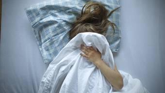 Der Beschuldigte soll seine Stieftochter während dreier Jahre rund 51 Mal vergewaltigt haben. (Symbolbild)