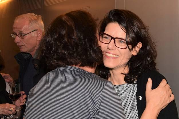 Wahlapéro der Grünen im Odeon; Barbara Horlacher nimmt die Glückwünsche entgegen.