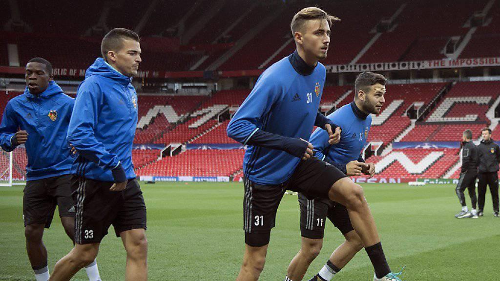 Die Basler bei den letzten Vorbereitungen auf den Match im Old Trafford