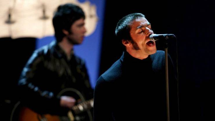 So nah wie hier bei einem Oasis-Konzert 2009 waren Liam (r) und Noel Gallagher einander schon lange nicht mehr. Unterm Weihnachtsbaum soll es jetzt aber zur Aussöhnung gekommen sein.