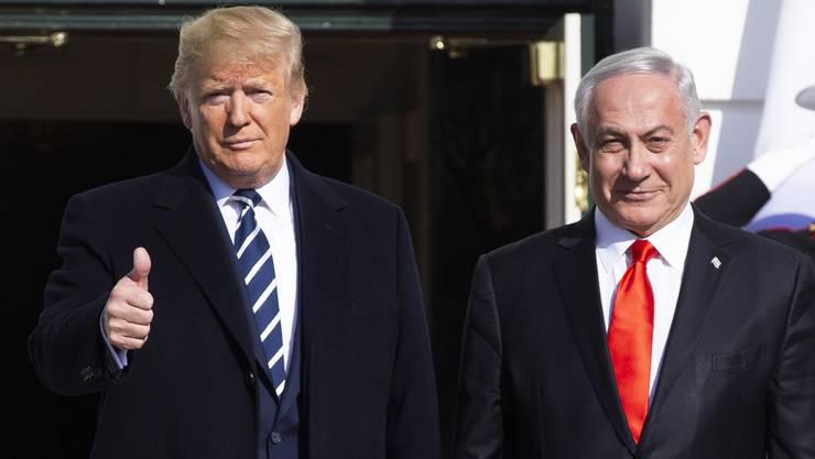 Alles gut hier, nichts zu sehen: US-Präsident Donald Trump und Israles Noch-Premier Benjamin Netanjahu am Dienstag in Washington DC. (Bild: Keystone)
