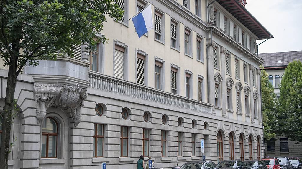 Das Luzerner Stadthaus: Bei Konflikten mit der Verwaltung kommt oft die Ombudsstelle ins Spiel. (Symbolbild)