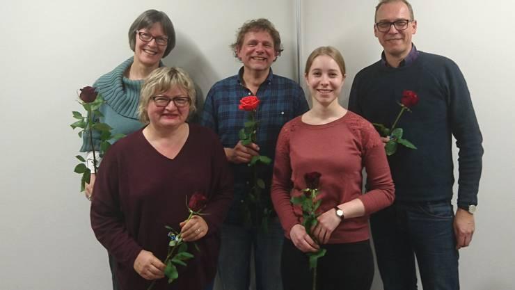 Die vier Gemeinderatskandidaten der SP Lostorf-Mahren: Sabina Bättig (vorne links), Beat Probst (Mitte), Alice Guldimann (vorne rechts) und Andreas Sämi Bünder. Hinten links die neu gewählte Revisorin der Ortspartei, Martina Wettstein.
