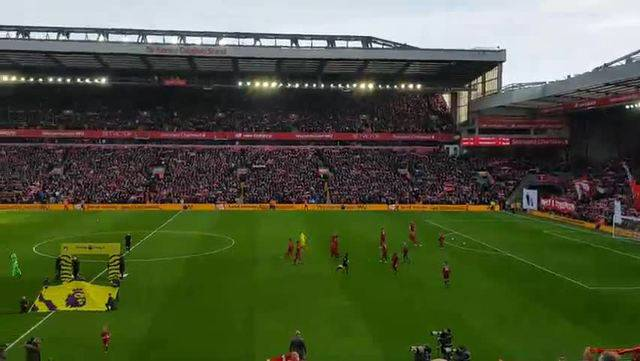 Impressionen aus dem Stadion in Liverpool: «You'll never walk alone.»