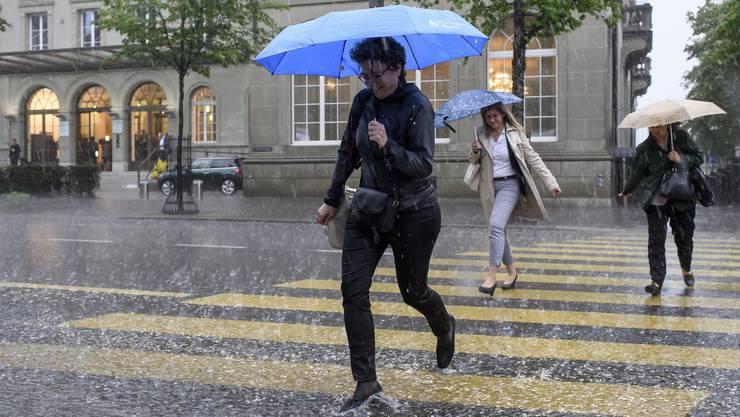 Starker Regen in der ganzen Schweiz und auch die Temperaturen sind merklich gefallen.