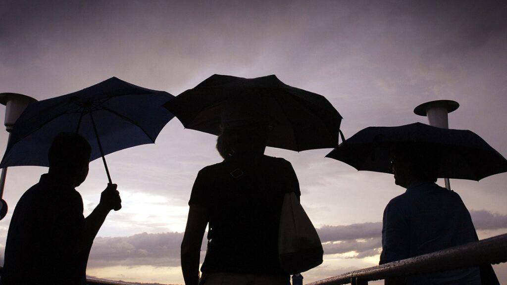 Nach dem Sommerwetter am Donnerstag brauen sich neue Gewitter zusammen: Für Freitag ist mit Blitz und Donner, starken Niederschlägen und Hagel zu rechnen.  (Archiv)