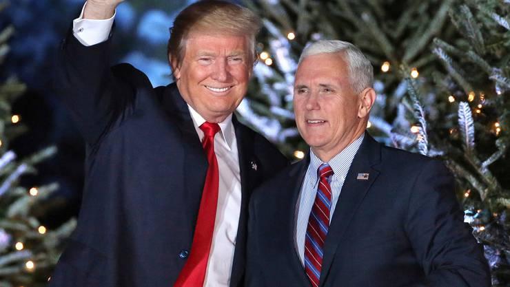 In trauter Einigkeit: US-Präsident Donald Trump (l) und sein Vize Mike Pence. Nur: wie lange noch?