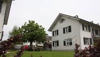 Diesen Vierfamilienhäusern beim Gymnasium wurde im Zuge der Sanierung der Dachstock ausgebaut. sat