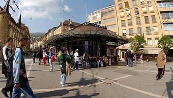 Neuenburger Stadtzentrum am Tag der Wahl