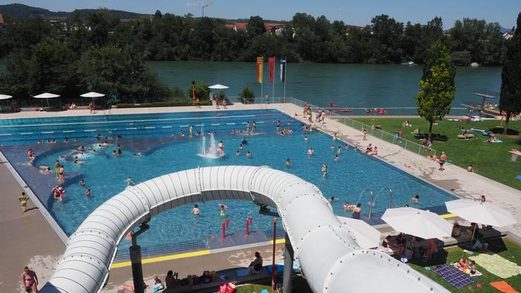 In der Badi Rheinfelden war diese Woche schon viel los.
