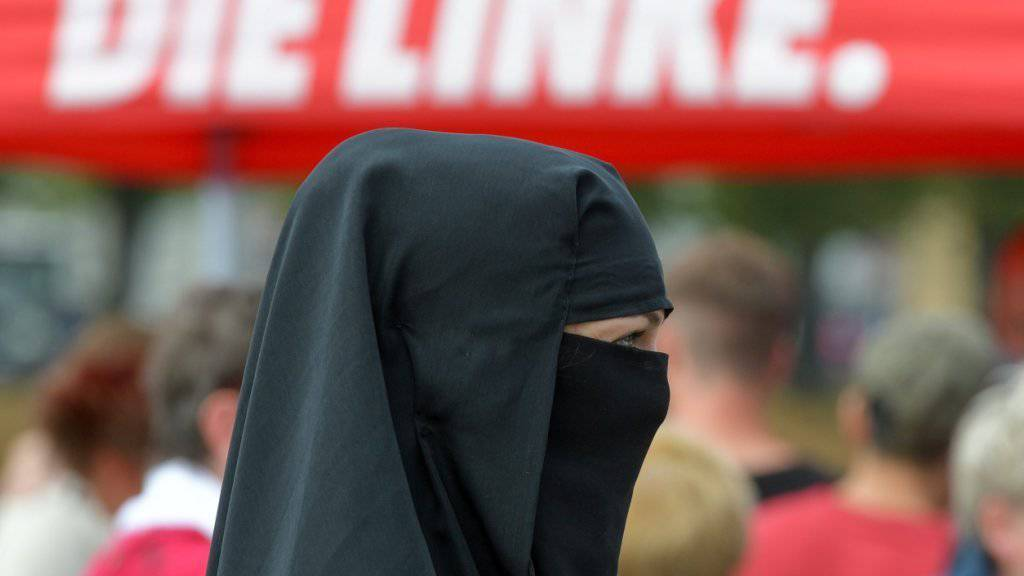 Über 80 Prozent der Deutschen wollen die Ganzkörperverschleierung im Lande laut einer Umfrage verbieten. (Archivbild)