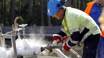 Stickstoff wird in die Ostseepipeline in Lubmin gepumpt - Stickstoff dient als Explosionsschutz bei der Erstbefüllung mit russischem Erdgas (Archiv)