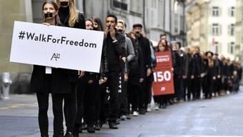"""Im letzten Oktober protestierten Demonstranten in Bern mit dem """"Walk for Freedom"""" gegen die weltweite Sklaverei und den Menschenhandel. Wegen der vielen Flüchtlinge aus den Krisengebieten hat sich das Problem auch in der Schweiz verschärft. (Archivbild)"""