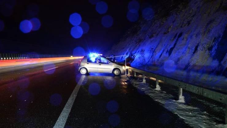 Unfall auf der A2 zwischen Diegten und Sissach wegen Blitzeis.