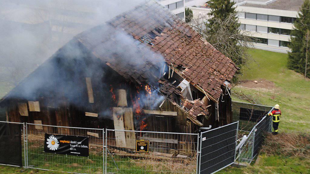 Zwei Knaben spielten am Sonntagnachmittag mit einem Feuerzeug und verursachten den Scheunenbrand.