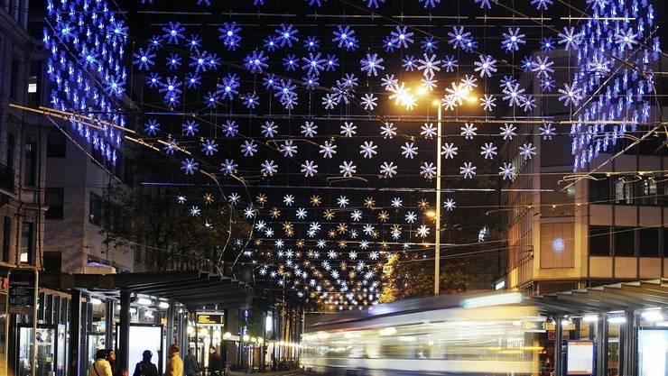 Die Weihnachtsbeleuchtungen an der Löwenstrasse