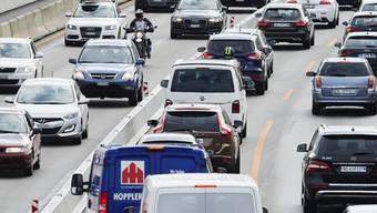 Stau auf der A1 auf der Nordumfahrung Zürich - diese gehört zu den am stärksten befahrenen Strassenabschnitten der Schweiz und ist chronisch überlastet. (Archivbild)