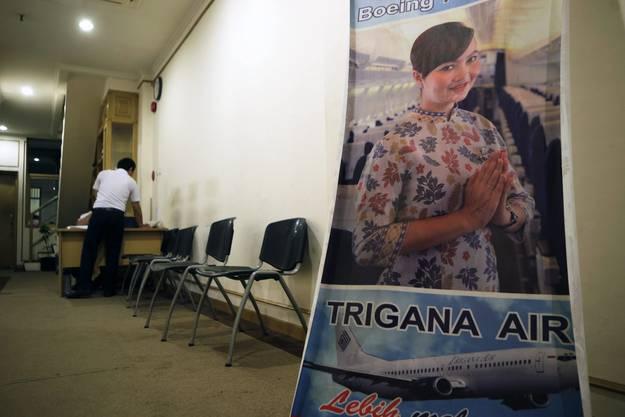 Ein indonesisches Passagierflugzeug mit 54 Menschen an Bord ist am Sonntag auf einem Inlandflug in der entlegenen östlichen Provinz Papua abgestürzt.