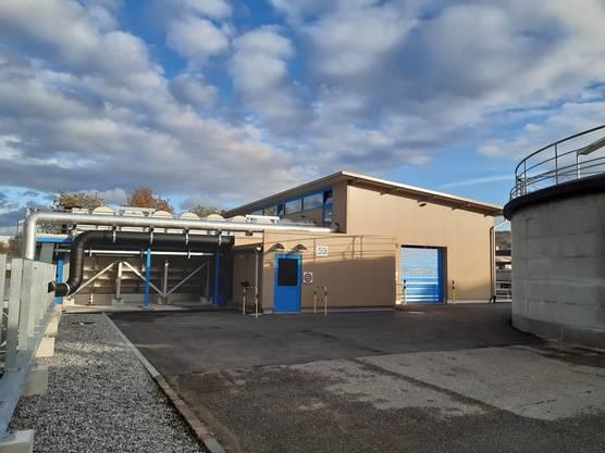 Die ARA Rhein reinigt seit 1975 in einem mehrstufigen Verfahren Gemeindeabwässer aus Arisdorf, Augst, Giebenach, Kaiseraugst, Olsberg und Pratteln sowie Industrieabwässer der produzierenden Betriebe aus dem Gebiet Muttenz-Schweizerhalle-Pratteln mit ihren 3'000 Arbeitsplätzen.