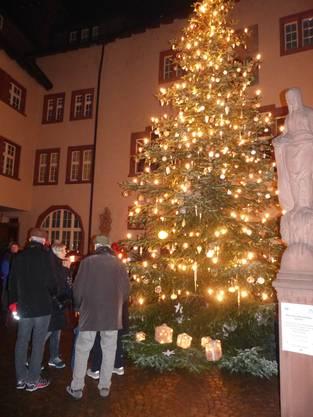 Trotz des nasskalten Schmuddelwetters hat das Rheinfelder Weihnachtsfunkeln auch in seiner elften Saison nichts von seiner Anziehungskraft für Gross und Klein von diesseits und jenseits des Rheins verloren.