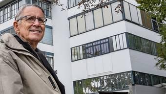 Heimatschutz-Obmann Christof Wamister vor dem Bau 27 von Otto Rudolf Salvisberg.