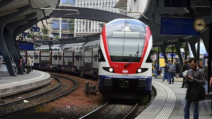 Bis zum Fahrplanwechsel fallen verschiedene S-Bahn-Kurse aus. Der Zürcher Verkehrsverbund (ZVV) ist darüber nicht erfreut. (Archivbild)