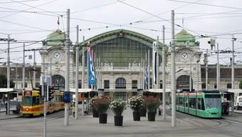 Im Stadtraum rund um den Bahnhof SBB in Basel stehen viele Veränderungen an. Oberirdische Zugänge zu den Gleisen an beiden Bahnhofsenden und eine diagonal verlaufende Unterführung stehen im Zentrum der Pläne.