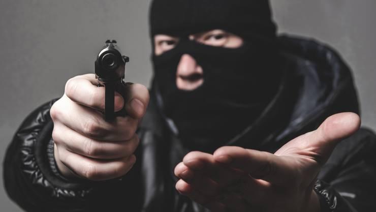 Der Münzenhändler liess sich von der Schusswaffe des Räubers nicht beeindrucken und überwältigte den Verbrecher.