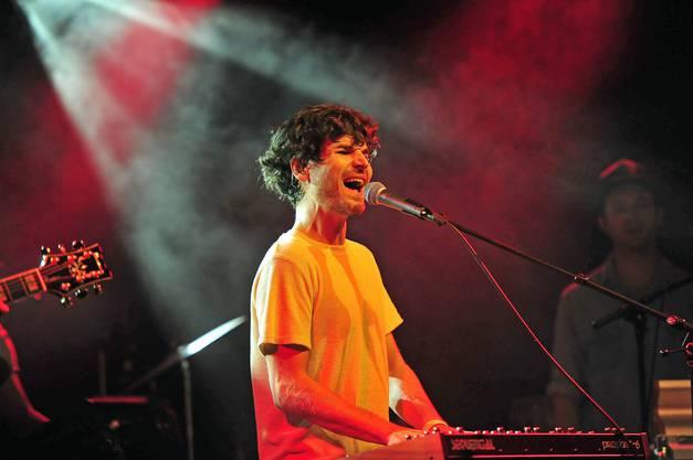 Mit «Heart Keeps Dancing» landete Singer-Songwriter James Gruntz einen veritablen Radiohit. Am Freitag, 30. August, 21 Uhr, ist seine unverkennbare Stimme zu hören auf der Jäggi-Bühne in der Hofstatt.