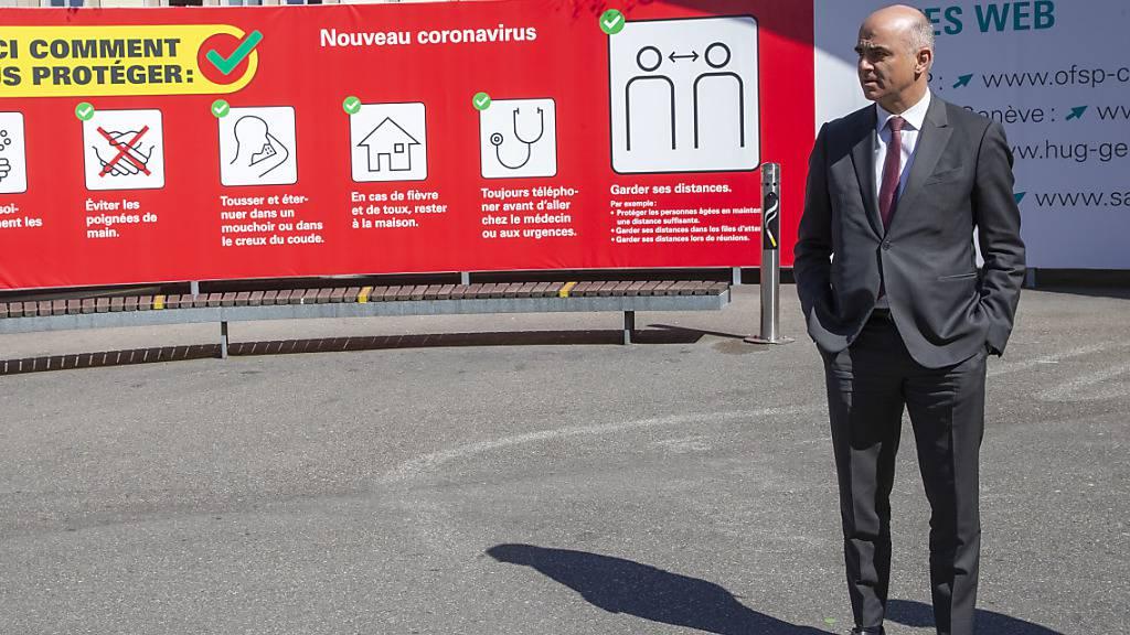 Gemäss Gesundheitsminister Alain Berset scheint es «illusorisch», dass die Corona-Massnahmen nach Ablauf der vorerst angesetzten Frist vom 19. April bedeutend gelockert werden können. (Archivbild)